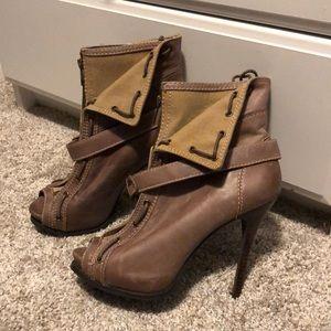 Open toe booties 🤩